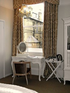 017 Feb 2013 dressing table